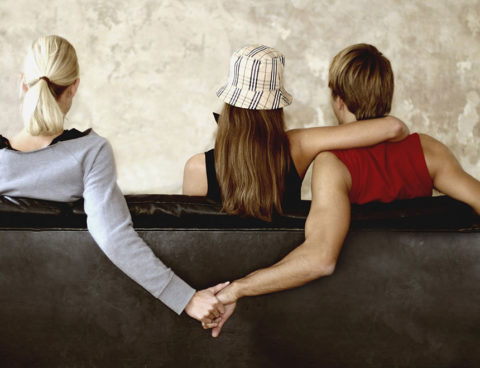 3 Signs Your Man is Cheating